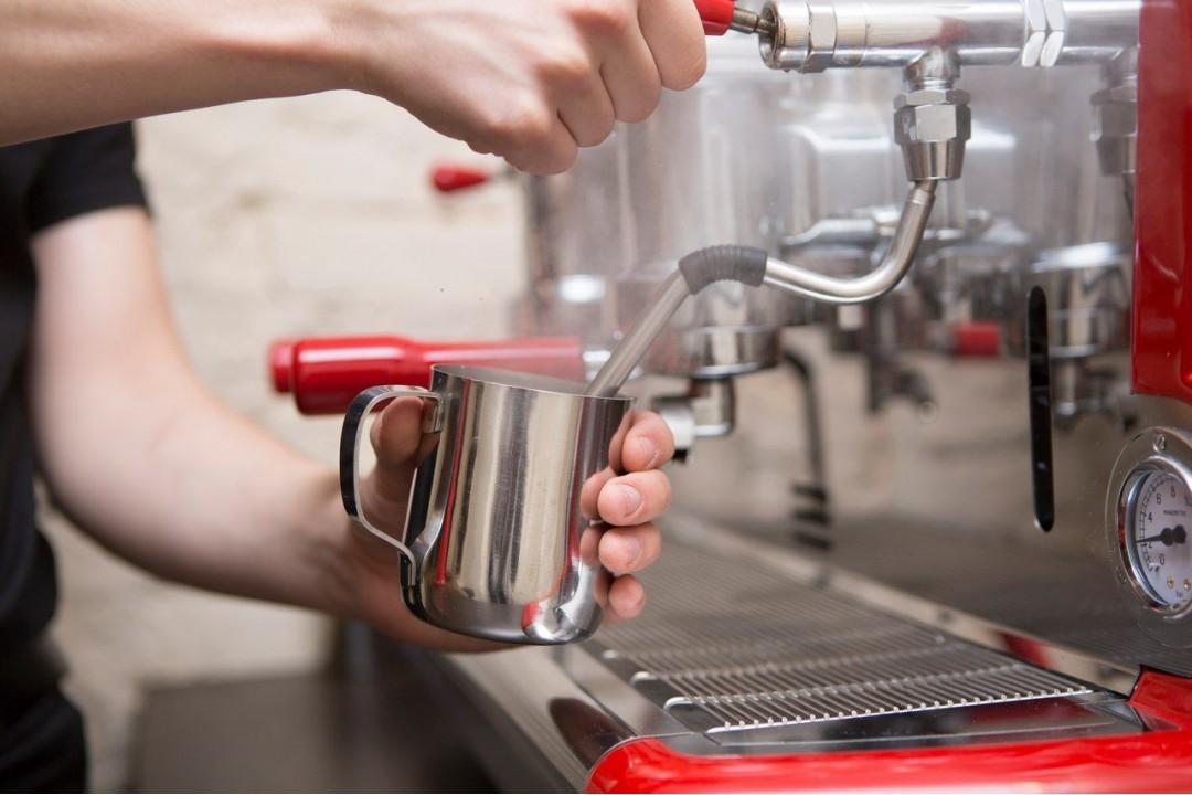7 ошибок при взбивании молока: как приготовить капучино или латте дома